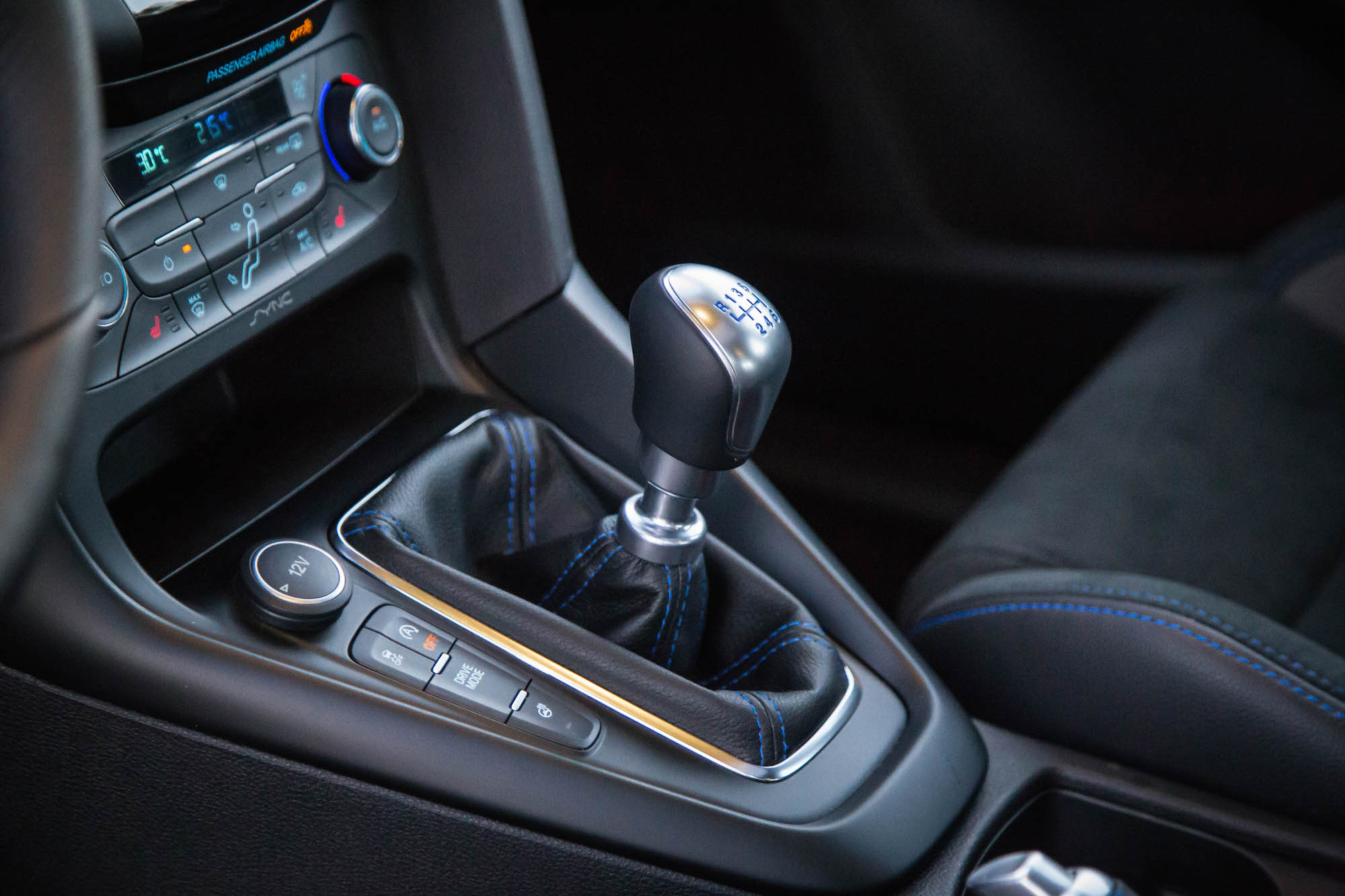 ford-focus-rs-gear-shifter.jpg