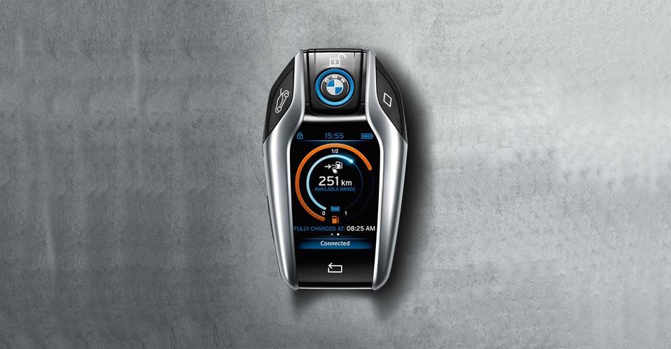 Photo of 2015 CES'de BMW'den 2.2 inç ekranlı i8 anahtarı