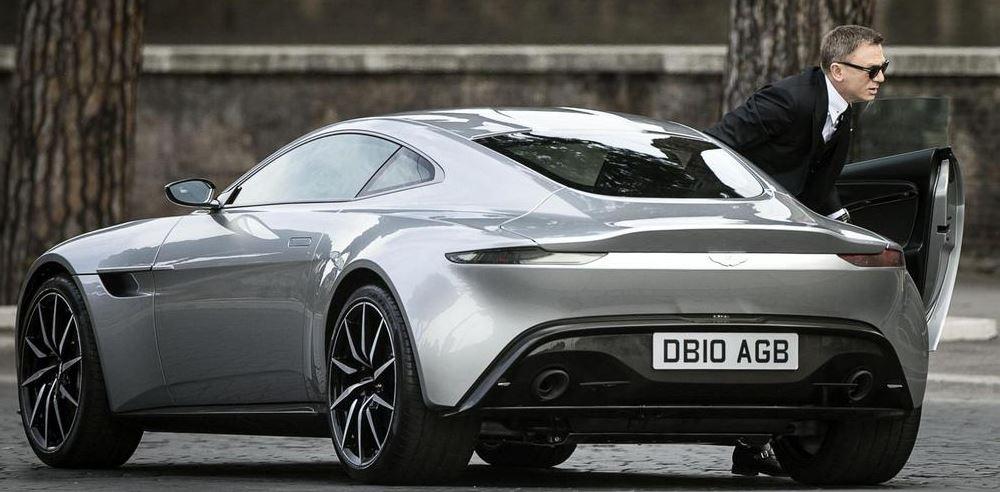 Photo of James Bond baskını