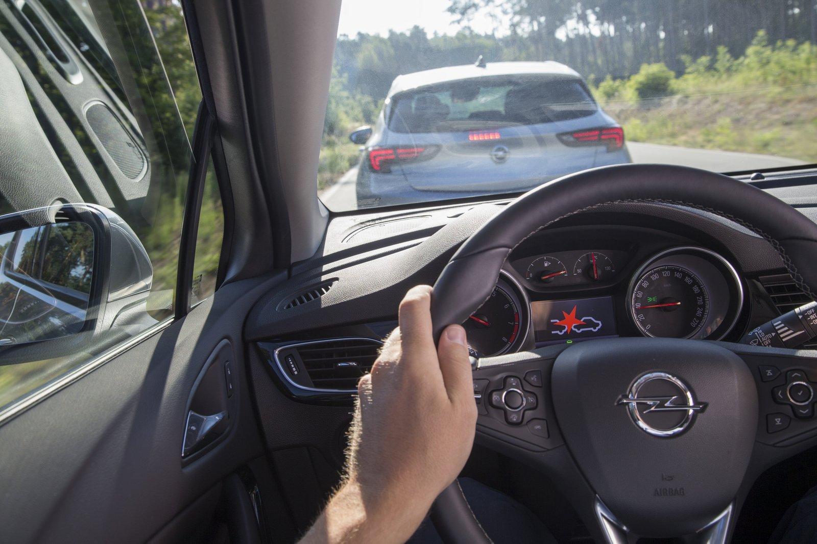 Photo of Opel, Astra'da sunulan güvenlik elemanlarını açıkladı