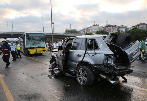Photo of Metrobüsle cip çarpıştı, trafik kilitlendi