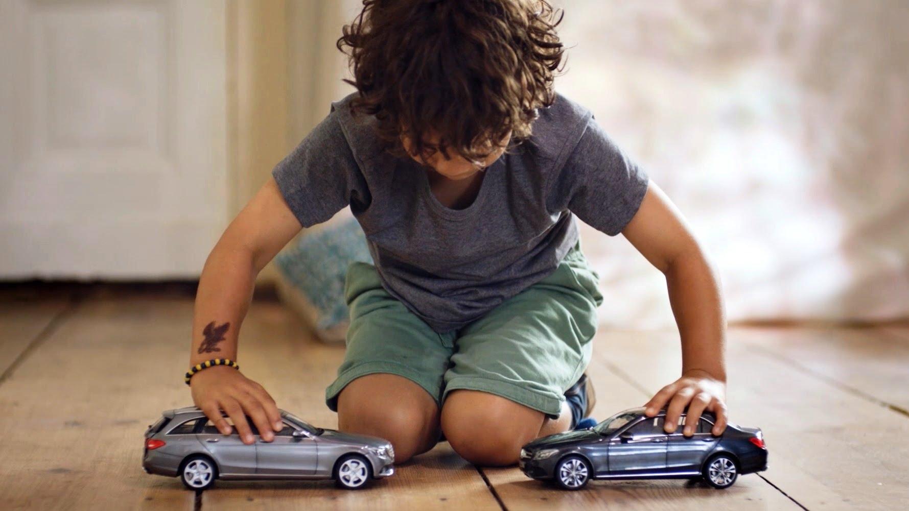 Photo of Mercedes çocukları çarpışmayan oyuncaklarla kandırdı