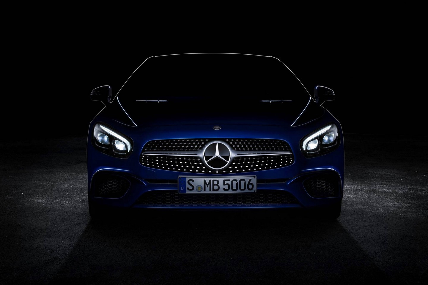 Photo of Mercedes-Benz SL makyajını tazeledi