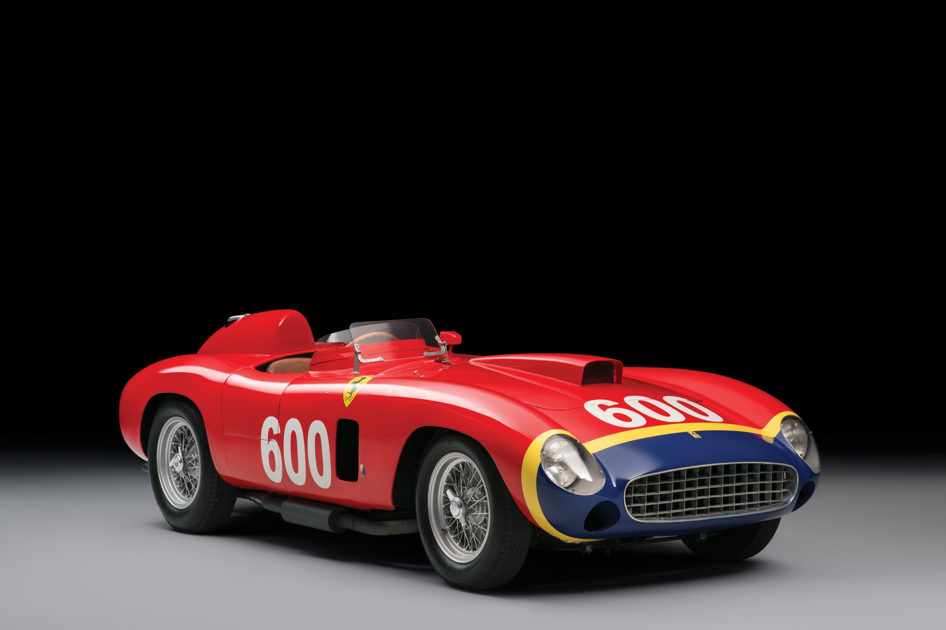 Photo of Fangio'nun Ferrari'si rekor fiyata satıldı