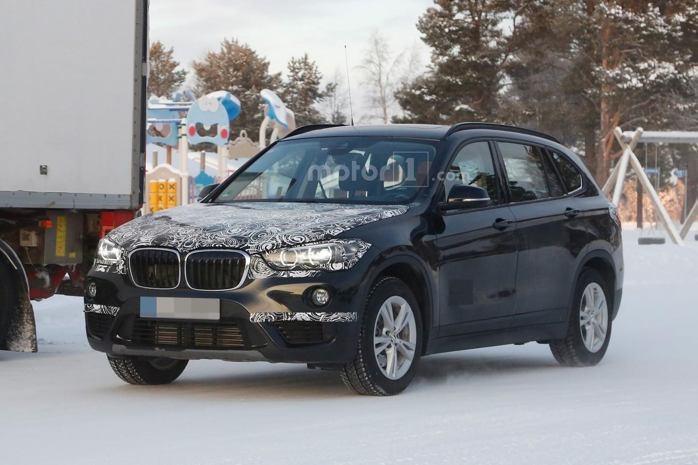 Photo of BMW X1, arkadaki yolculara cömert davranmış