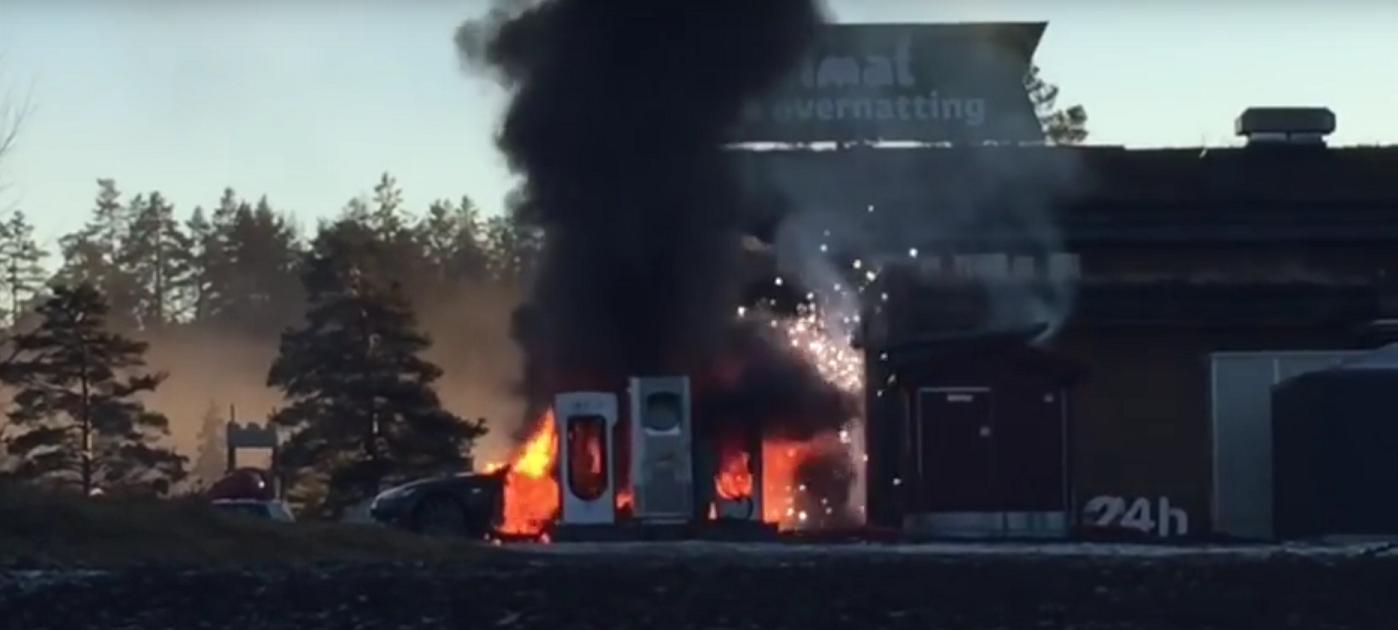 Photo of Tesla alev alev yandı