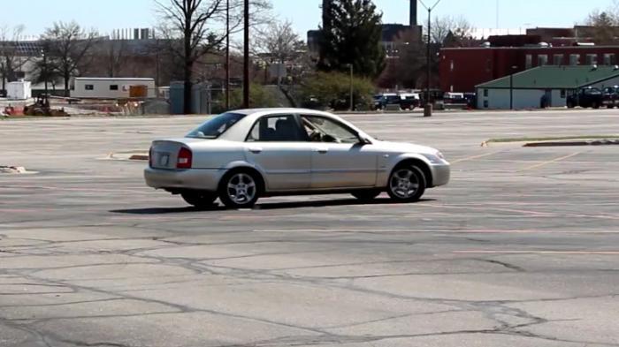 Photo of Önden çekişli bir otomobil ile yanlamak