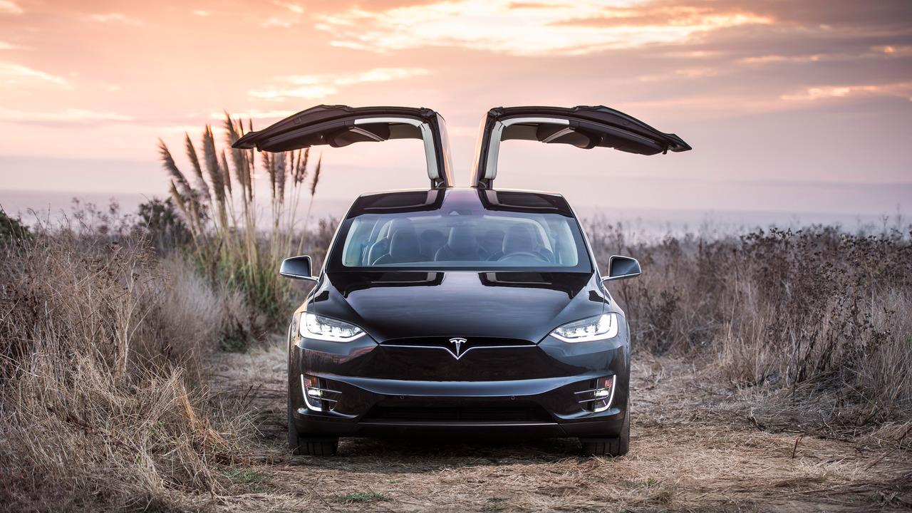 Photo of Elon Musk'ın eşi bile Tesla'nın Autopilot'unu yanlış kullanıyor!
