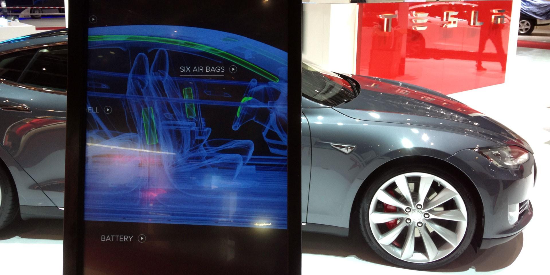 Photo of Bir hacker, Tesla'nın otomatik pilot modülünü çözdü
