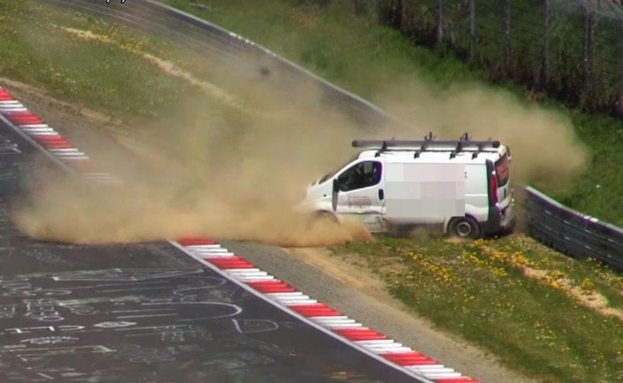 Photo of Opel Vivaro Nurburgring'de patladı!