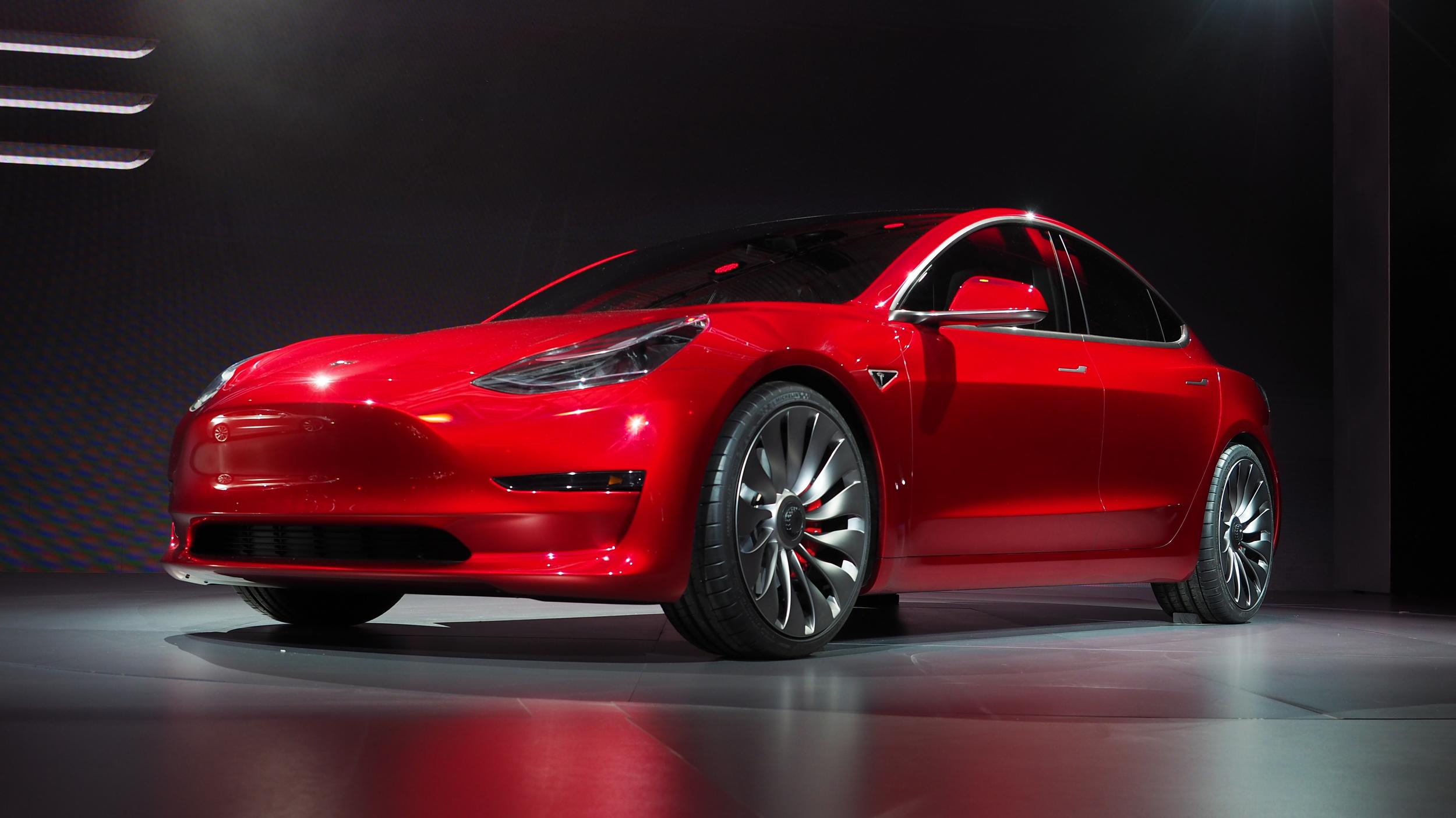 Photo of Tesla Model 3 ön siparişleri 400 bine yaklaştı