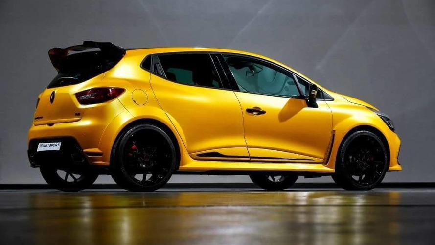 Photo of Renault en hırçın Clio RS ile havasını atıyor