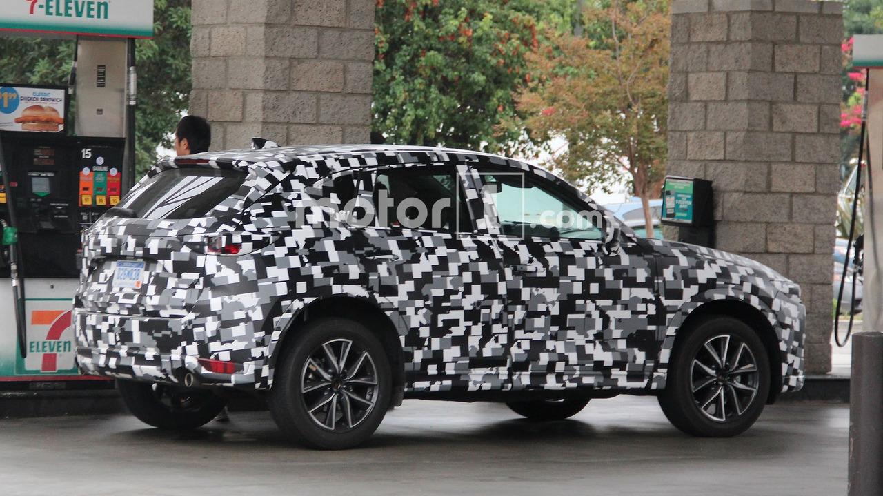 Photo of Yeni Mazda CX-5 benzin alırken görüntülendi