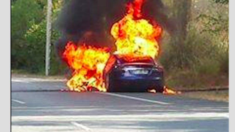 Photo of Tesla Model S alev aldı
