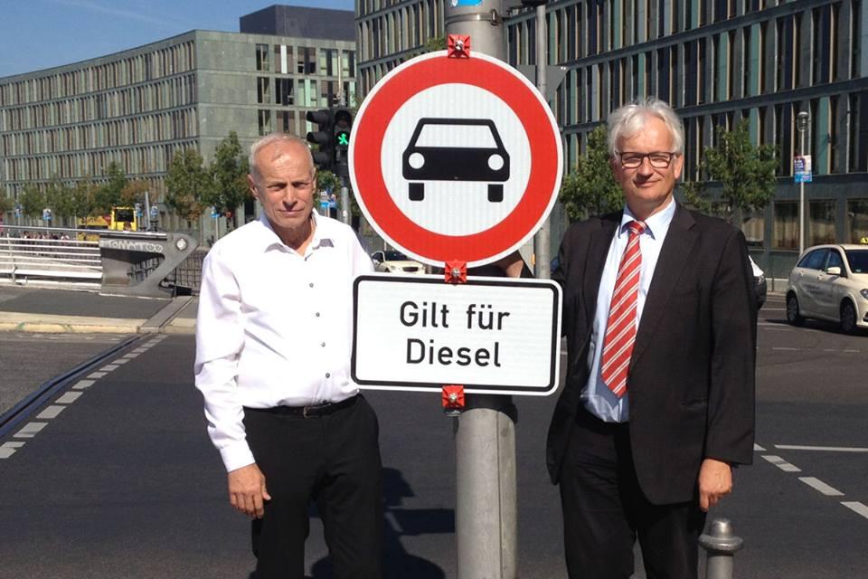 Photo of Düsseldorf'da dizel araçlar yasak