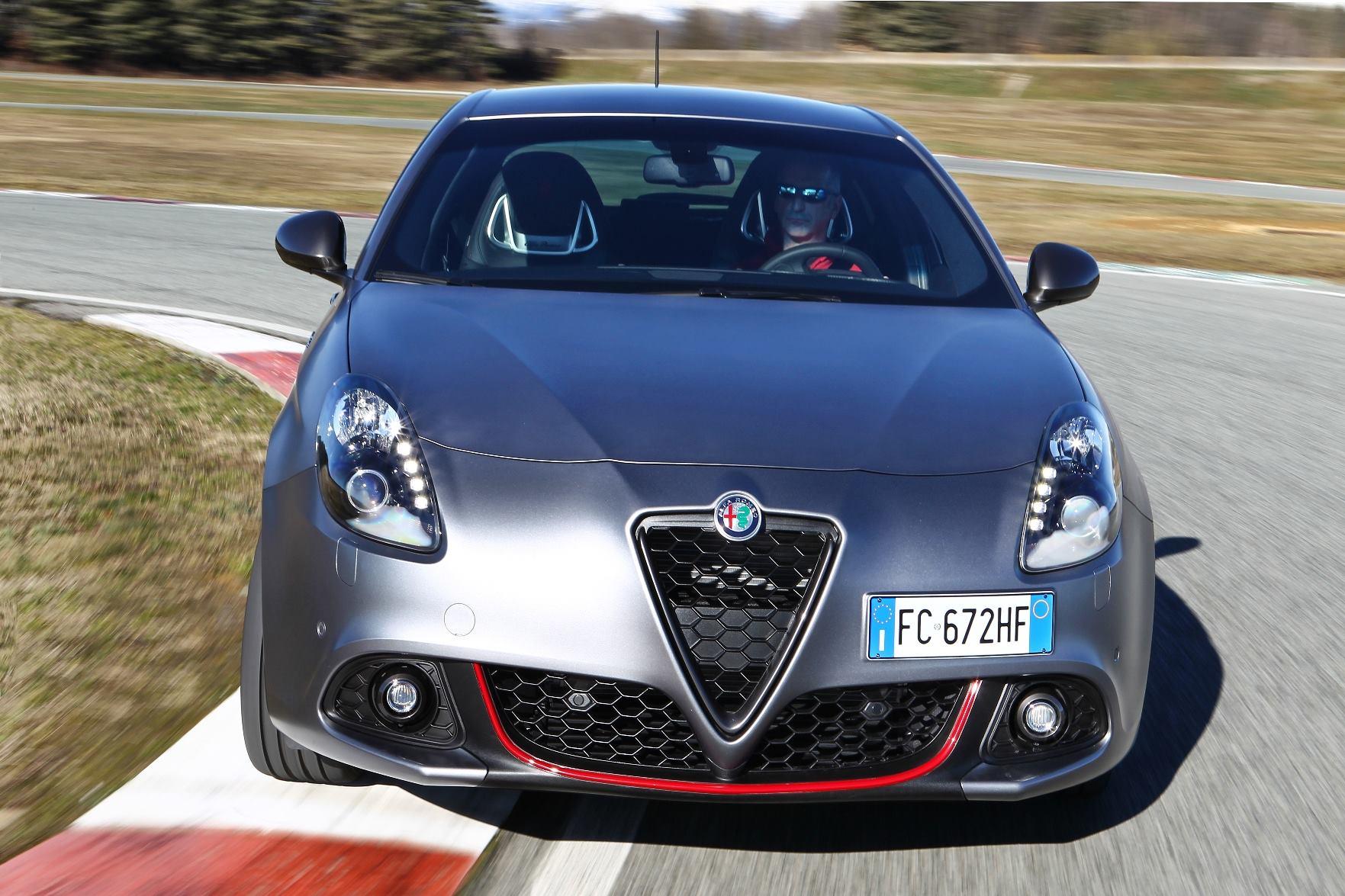 Photo of Alfa Romeo'dan Yarısı Şimdi, Yarısı Seneye Ödemeli Kampanya!