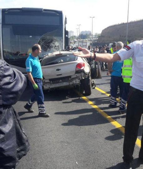 Photo of Otomobil, Metrobüs yoluna girdi!