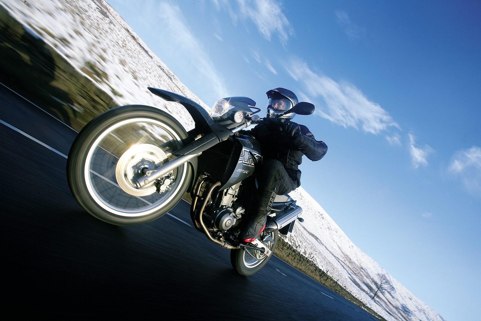 Photo of Kış mevsiminde motosikletinize yapmanız gereken şeyler