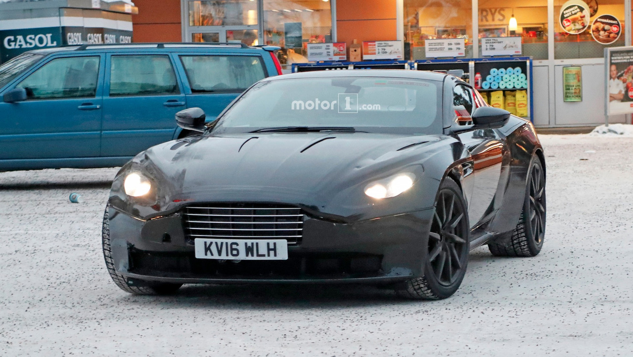 Photo of Aston Martin Vantage karların içinde