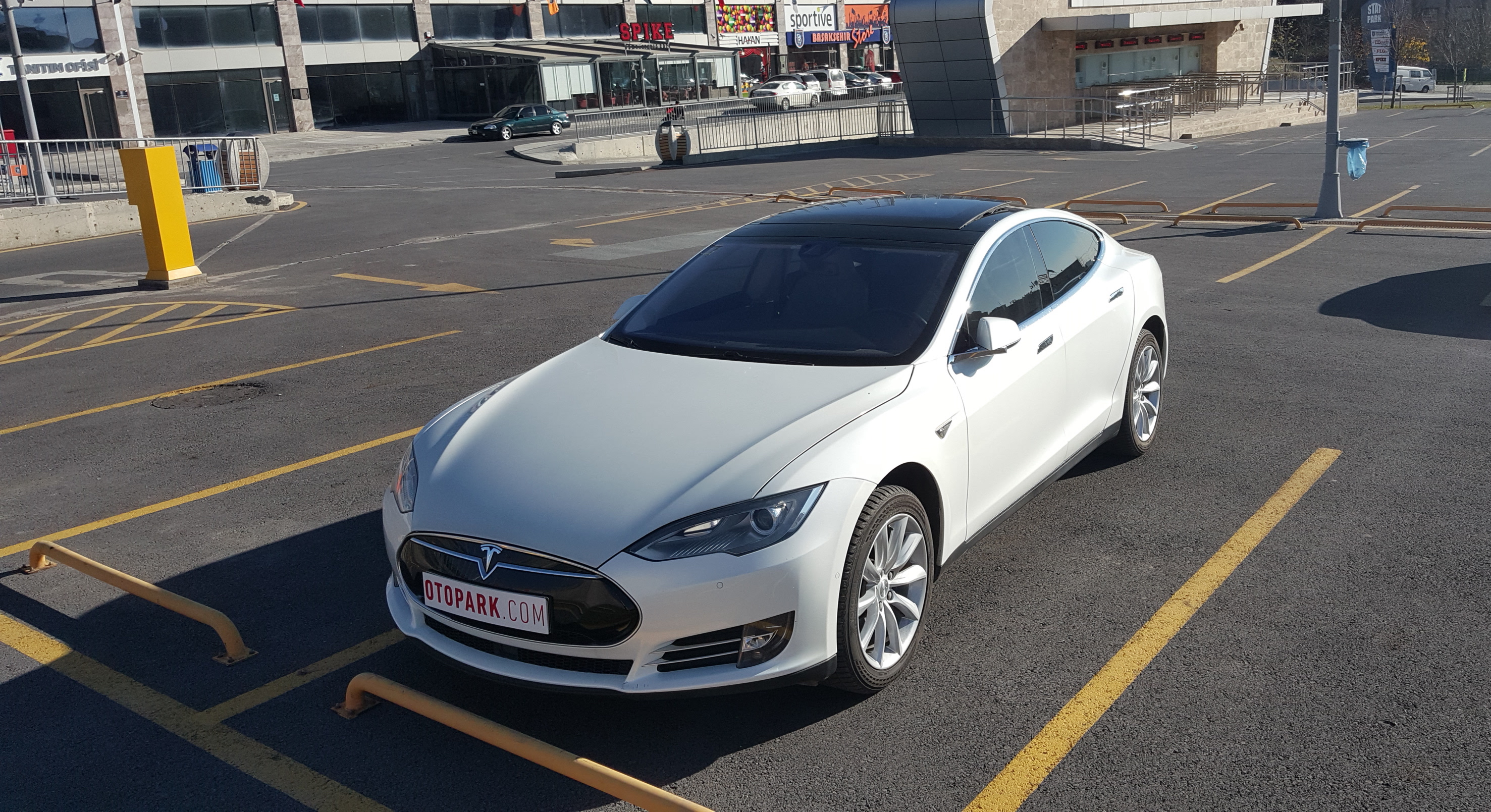 Photo of Matrix: Tesla Model S 85d
