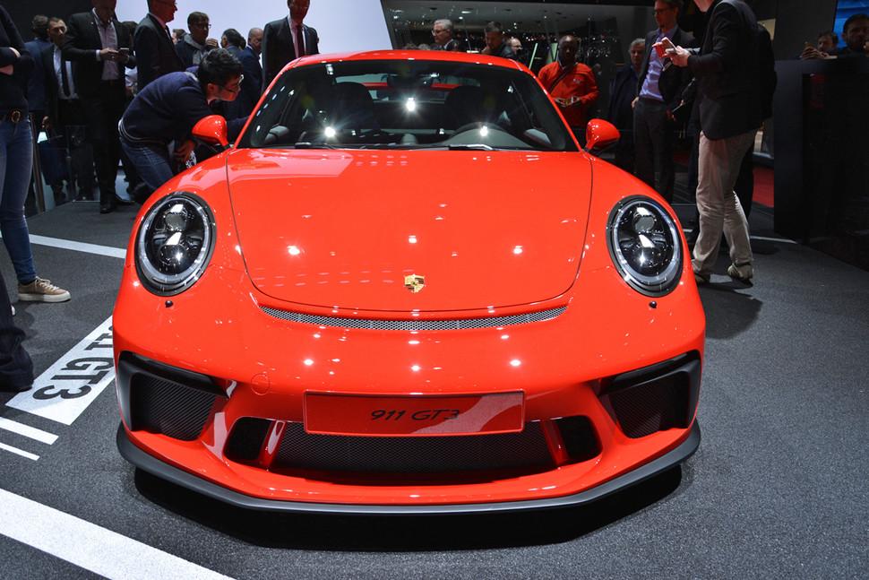 Photo of Yeni Porsche 911 GT3 manuel vites seçeneği ile geldi!