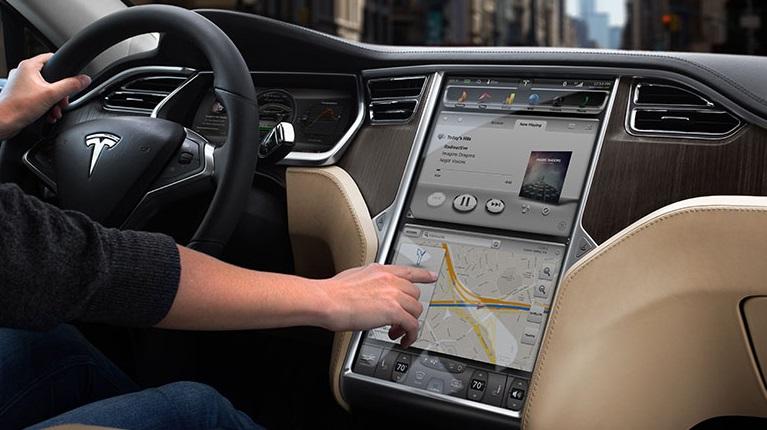 Photo of Tesla 8.1 yazılım güncellemesi