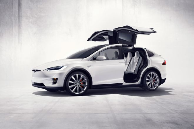 Photo of Tesla Model X yandı kapıları açılmadı