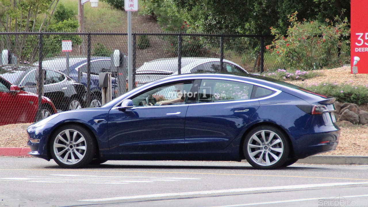 Photo of Tesla Model 3 kamuflajsız yakalandı