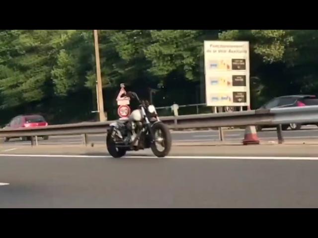 Photo of Sürücüsüz motosiklet Paris yakınlarında görüntülendi!