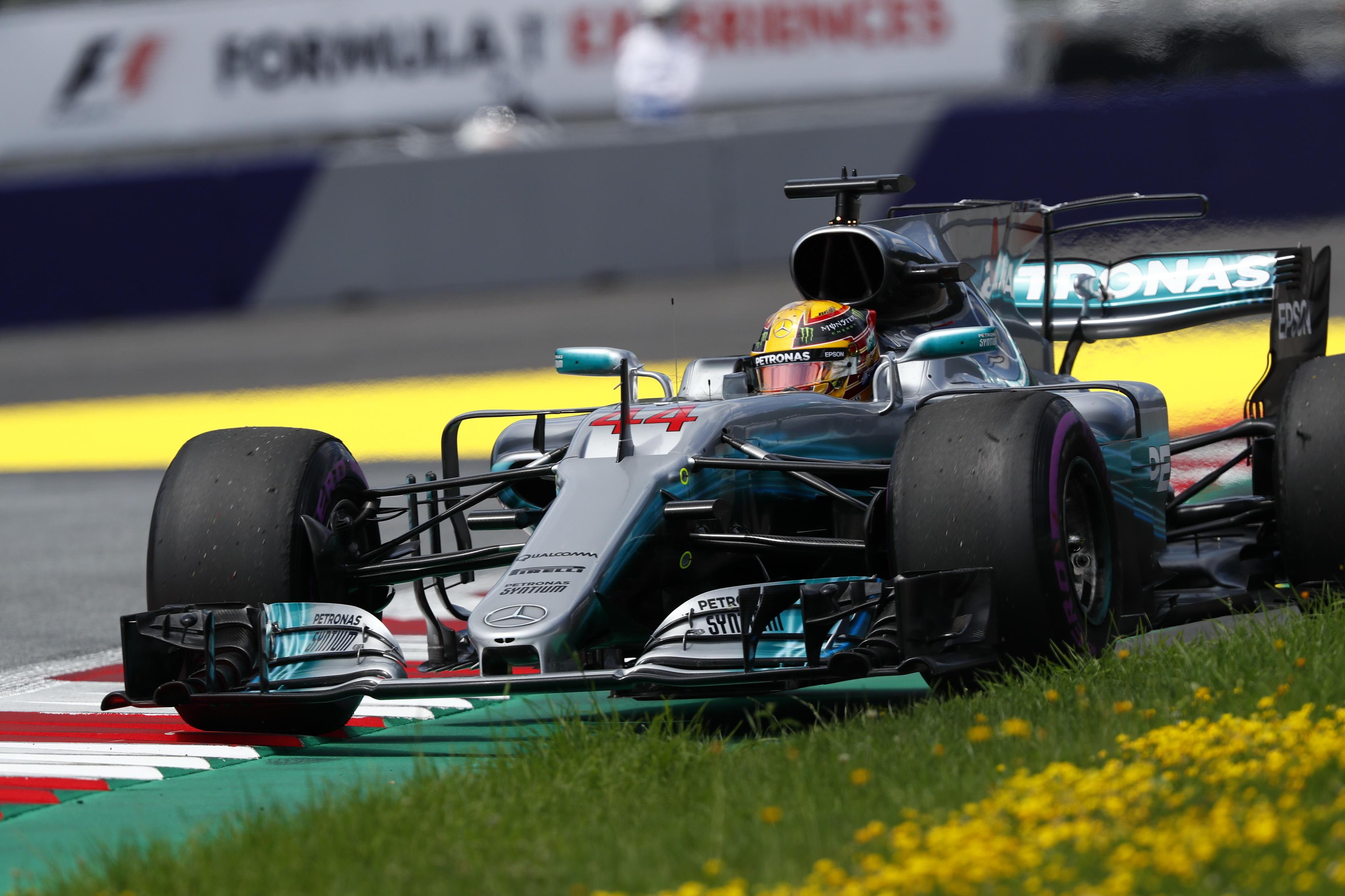 Photo of Mercedes AMG Petronas Britanya'da serisini 5'e yükseltmek istiyor