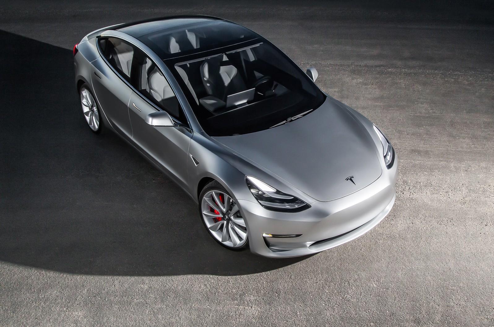 Photo of Tesla Model 3 nihayet yollara çıkıyor!