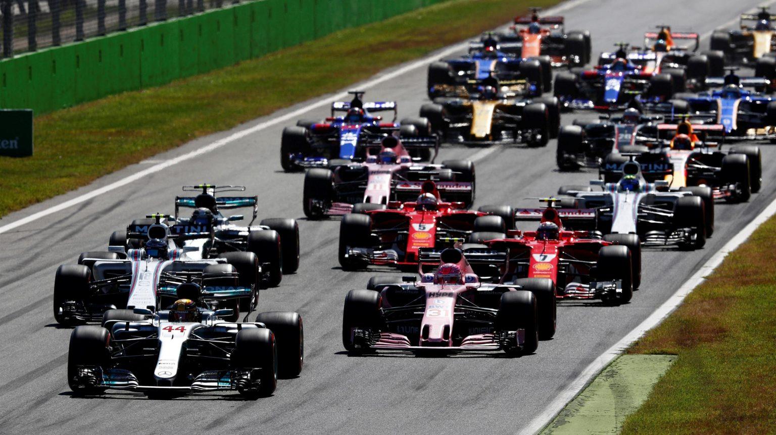 Photo of F1 İtalya GP: Hamilton rekor kırdı, Vettel liderliği kaybetti!