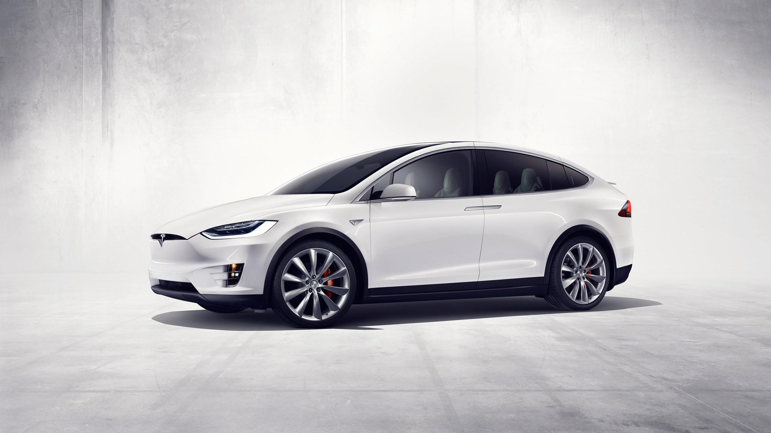 Photo of 11 bin Tesla Model X geri çağrılıyor!