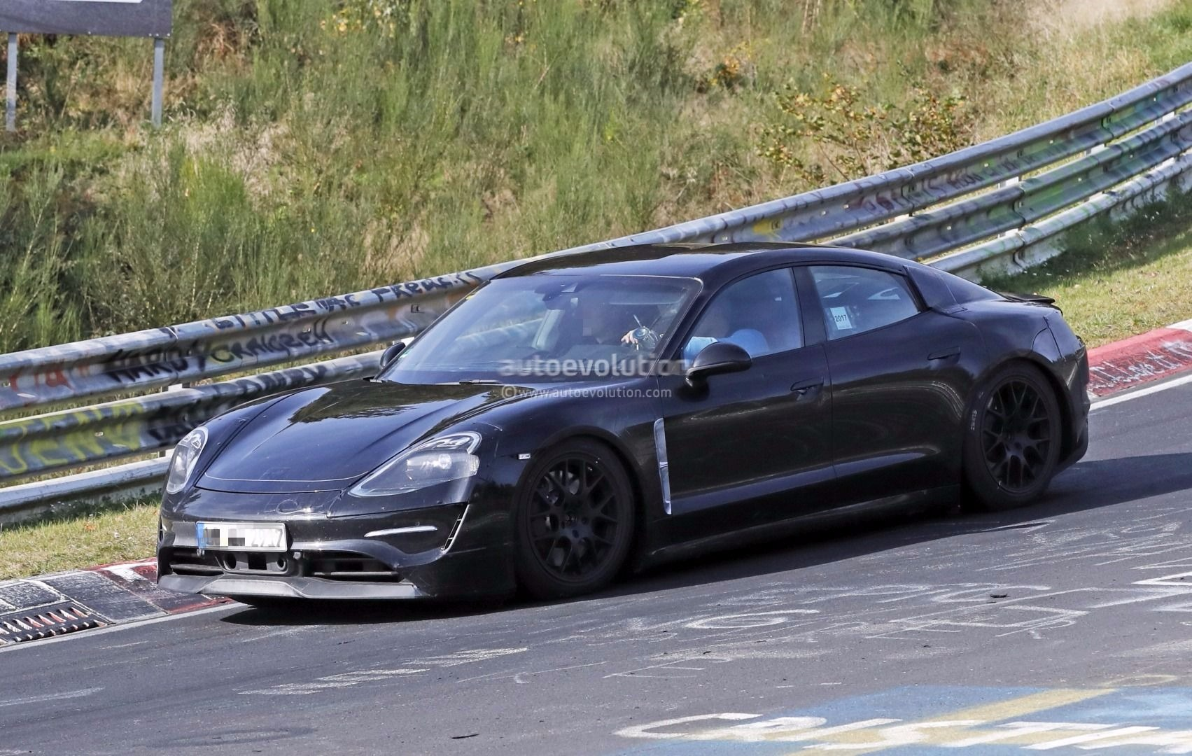Photo of Porsche Mission E Nürburgring'de yakalandı!