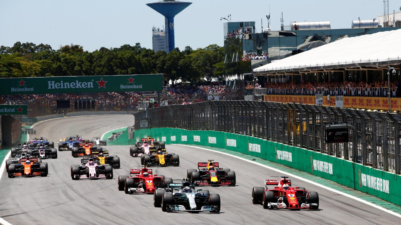 Photo of F1 Brezilya GP: Vettel kazandı, Ferrari duble yaptı!