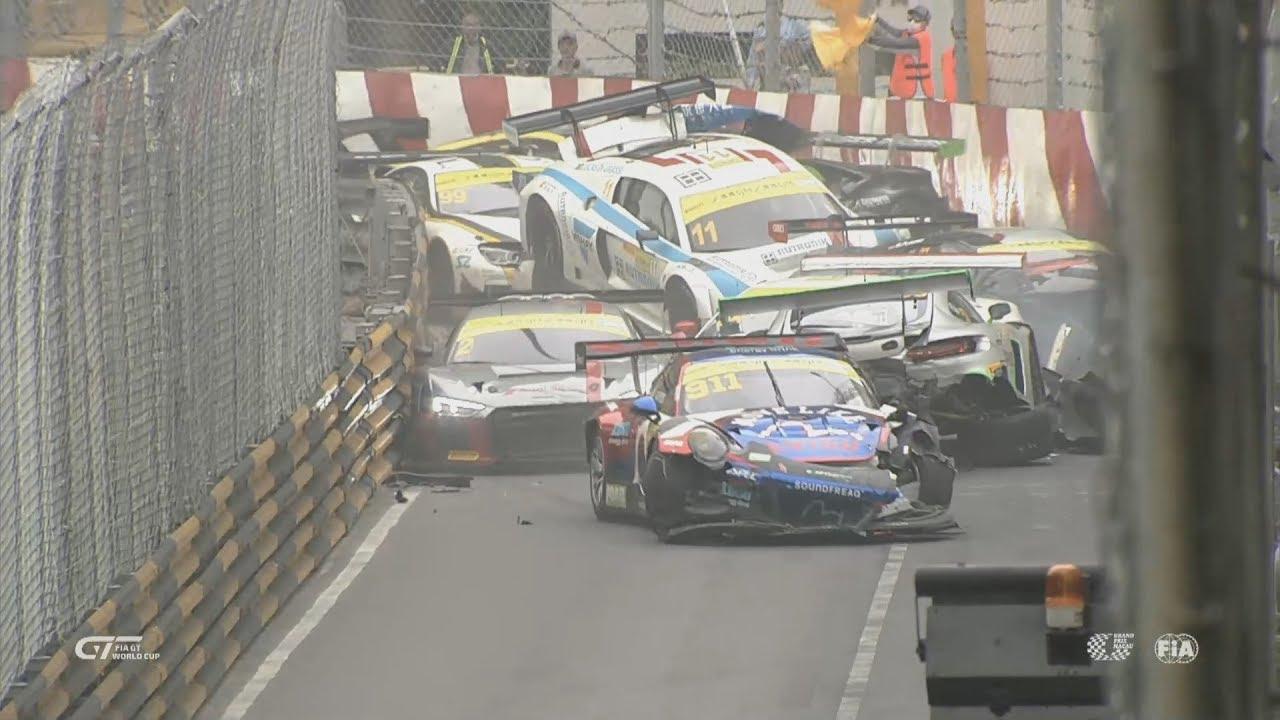 Photo of Bu yarıştaki neredeyse tüm arabalar tek bir virajda kaza yaptı!