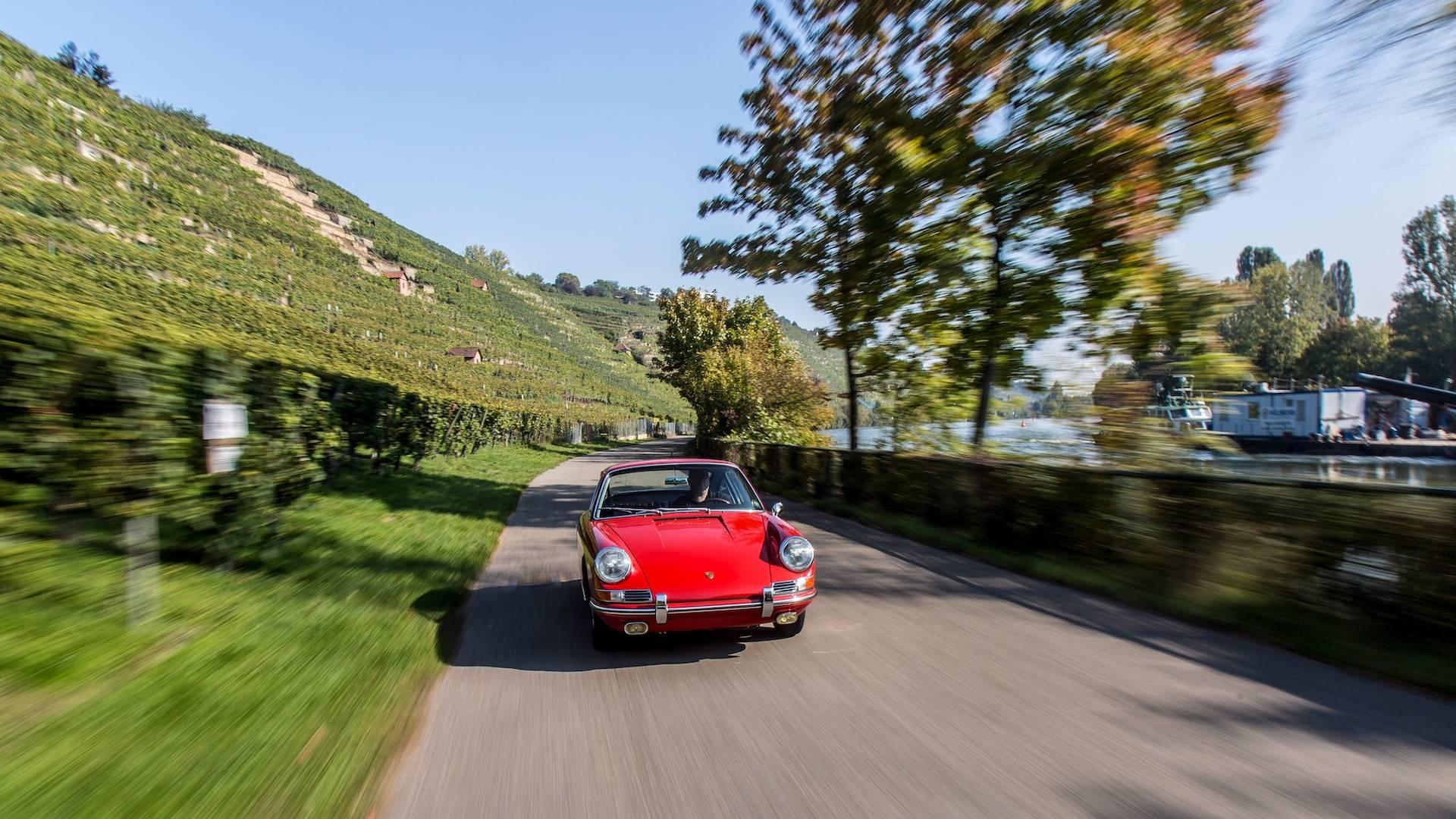 """Photo of """"En eski"""" Porsche 911'in restorasyon sürecini izleyelim"""