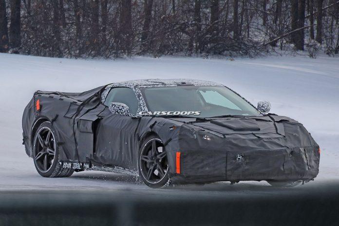 Ortadan motorlu Corvette c8