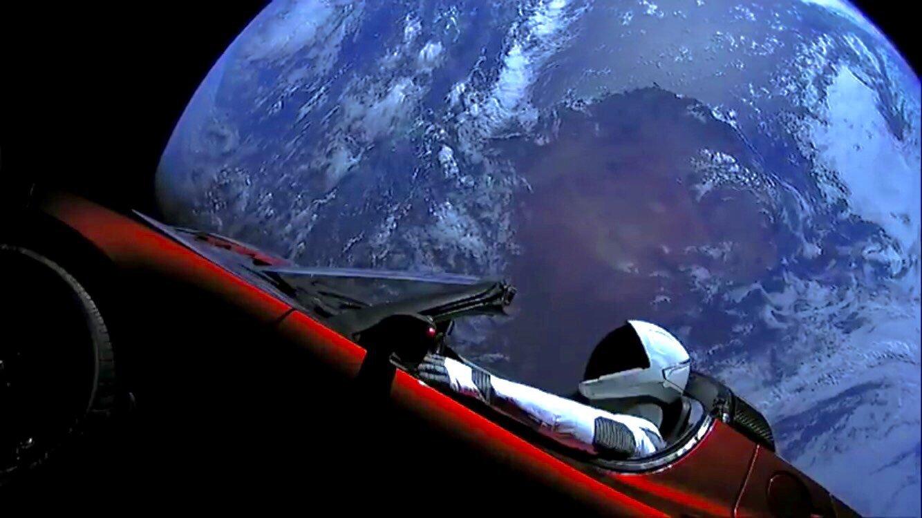 Photo of SpaceX Falcon Heavy, Tesla Roadster'ı uzaya fırlattı!