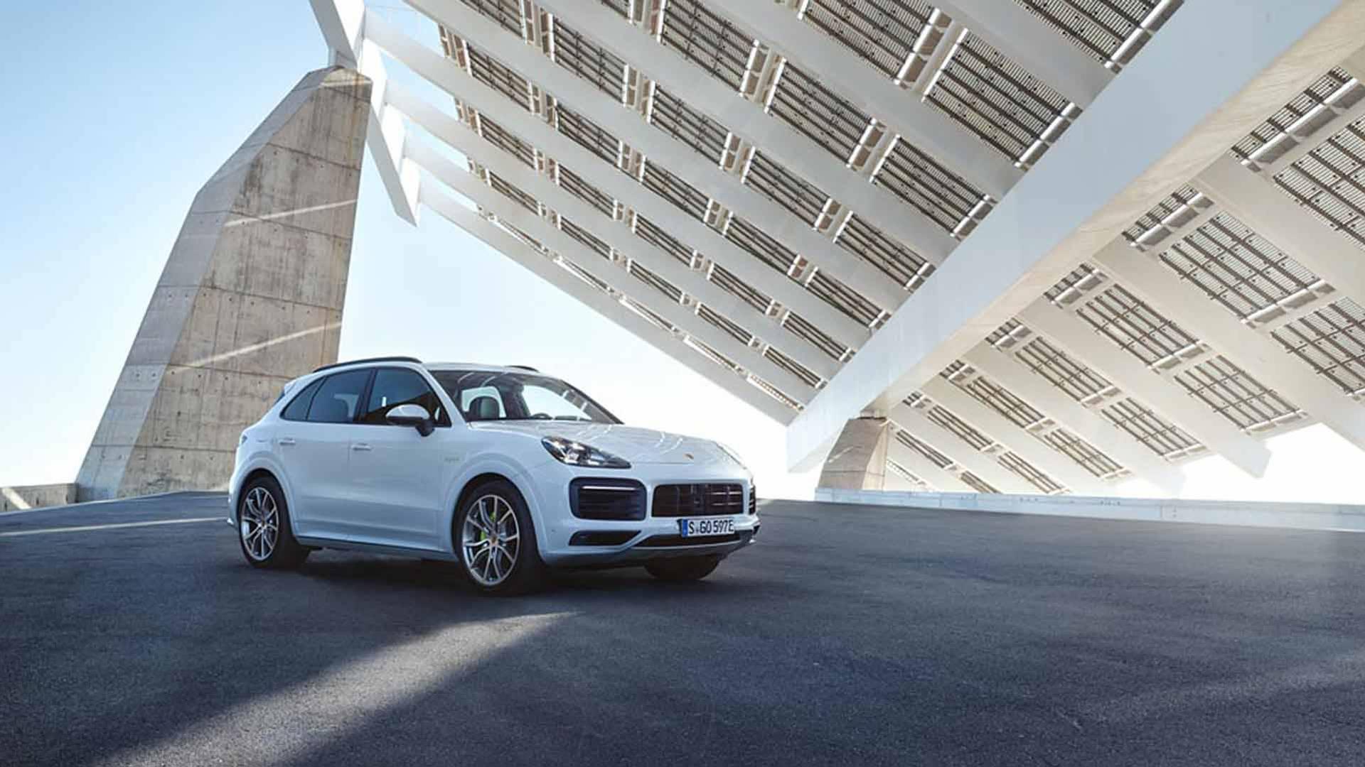 Photo of Yeni Porsche Cayenne E-Hybrid tanıtıldı