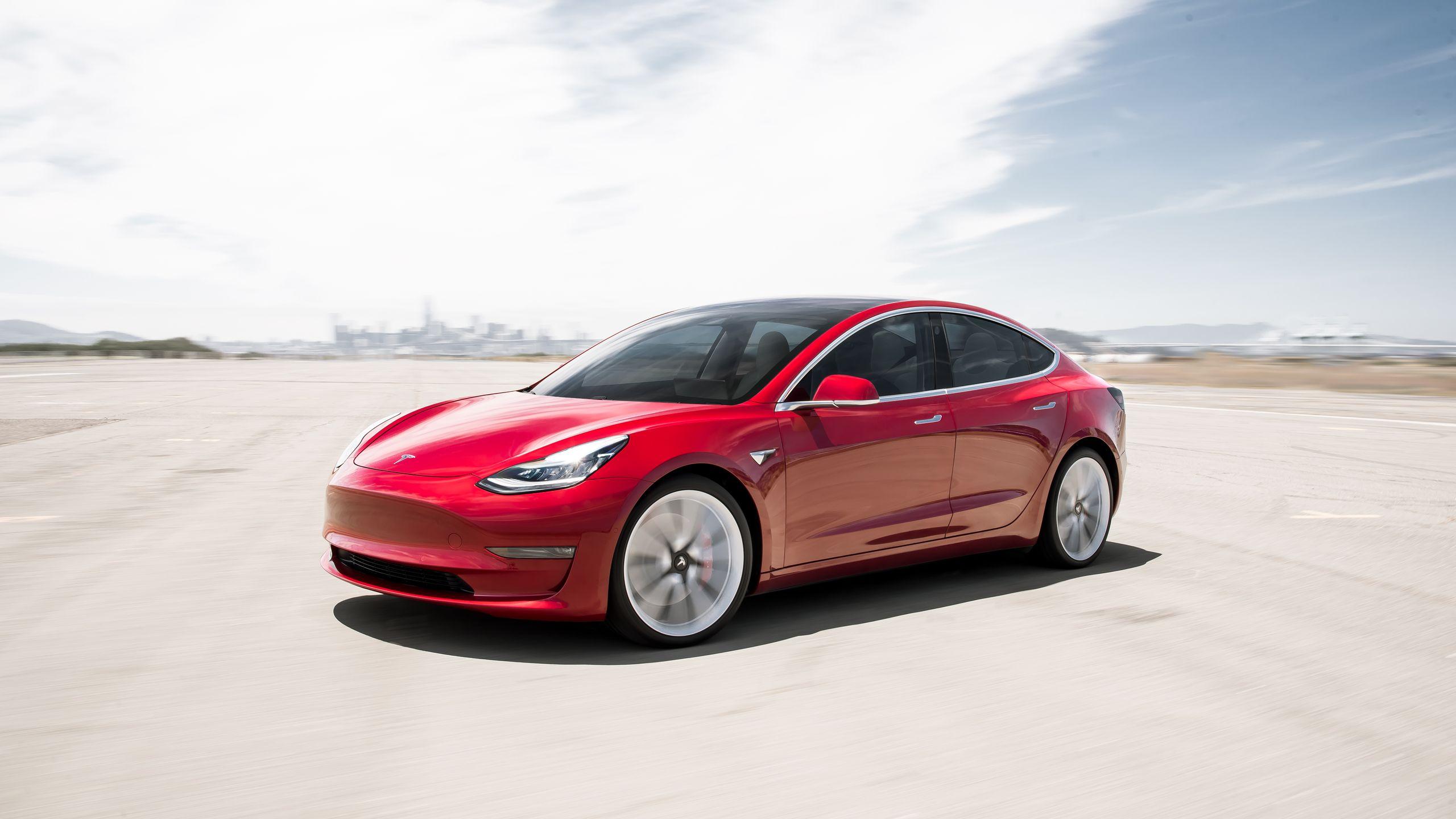 Photo of Tesla ürettiği en ucuz elektrikli otomobili görücüye çıkardı