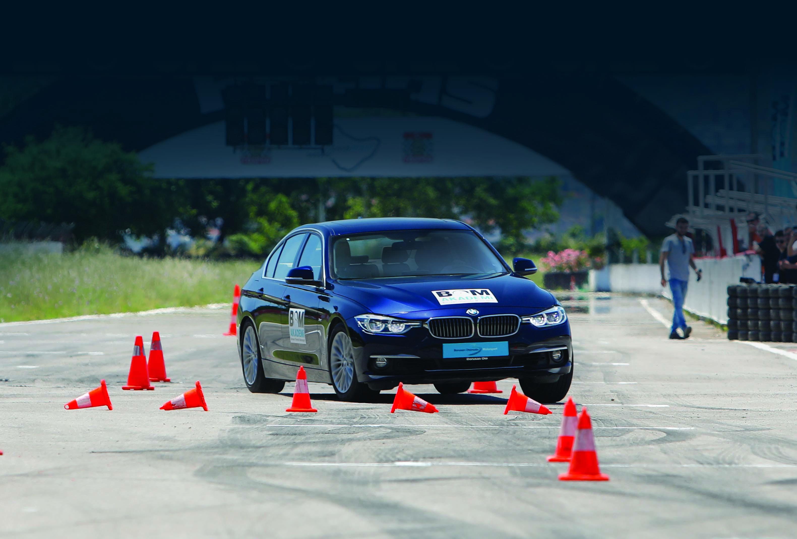 Photo of BMW'nin kadın kullanıcıları piste iniyor