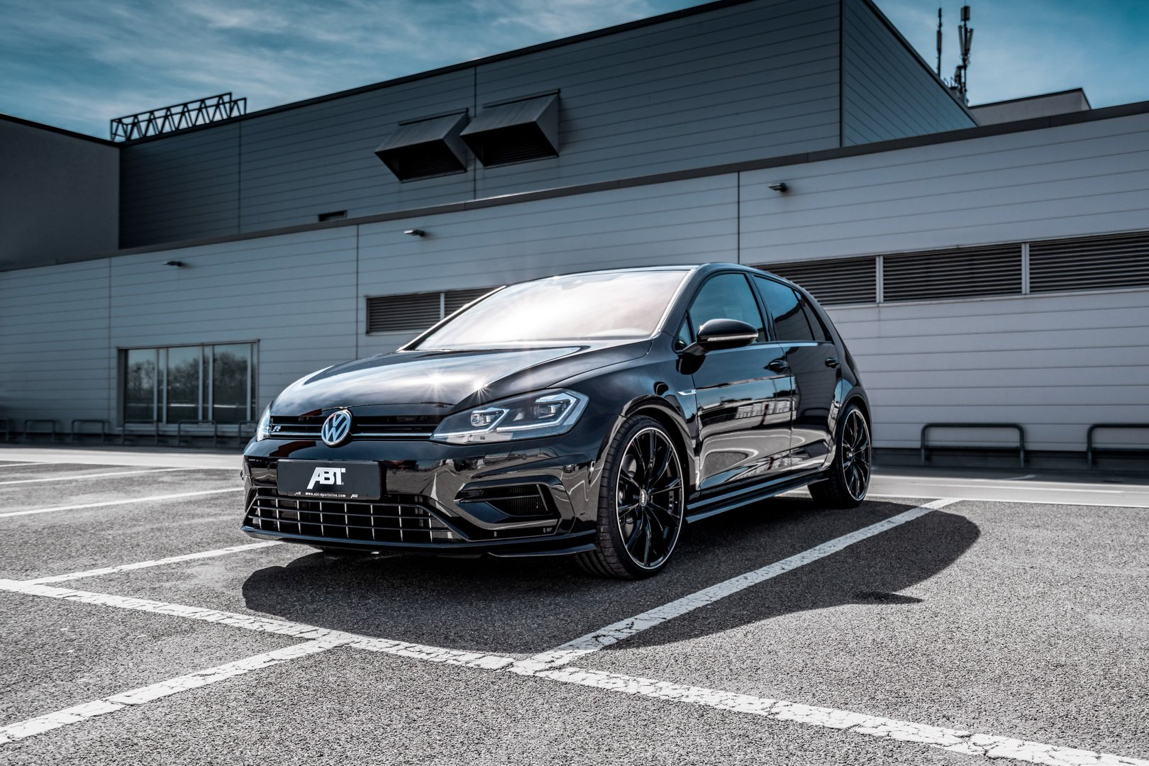 Photo of Volkswagen Golf R'a ABT Sportsline dokunuşu geldi!