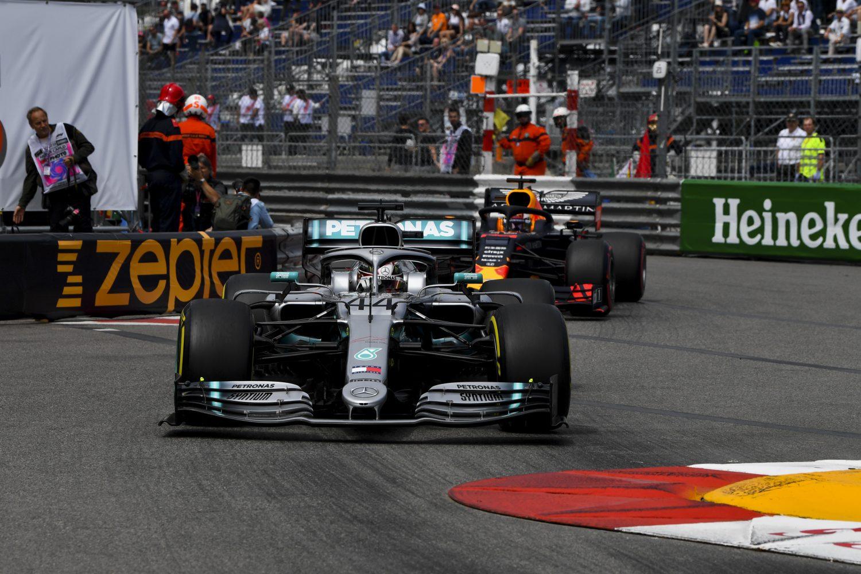 Photo of F1 Monaco GP: Hamilton kazandı, Leclerc evinde yıkıldı!