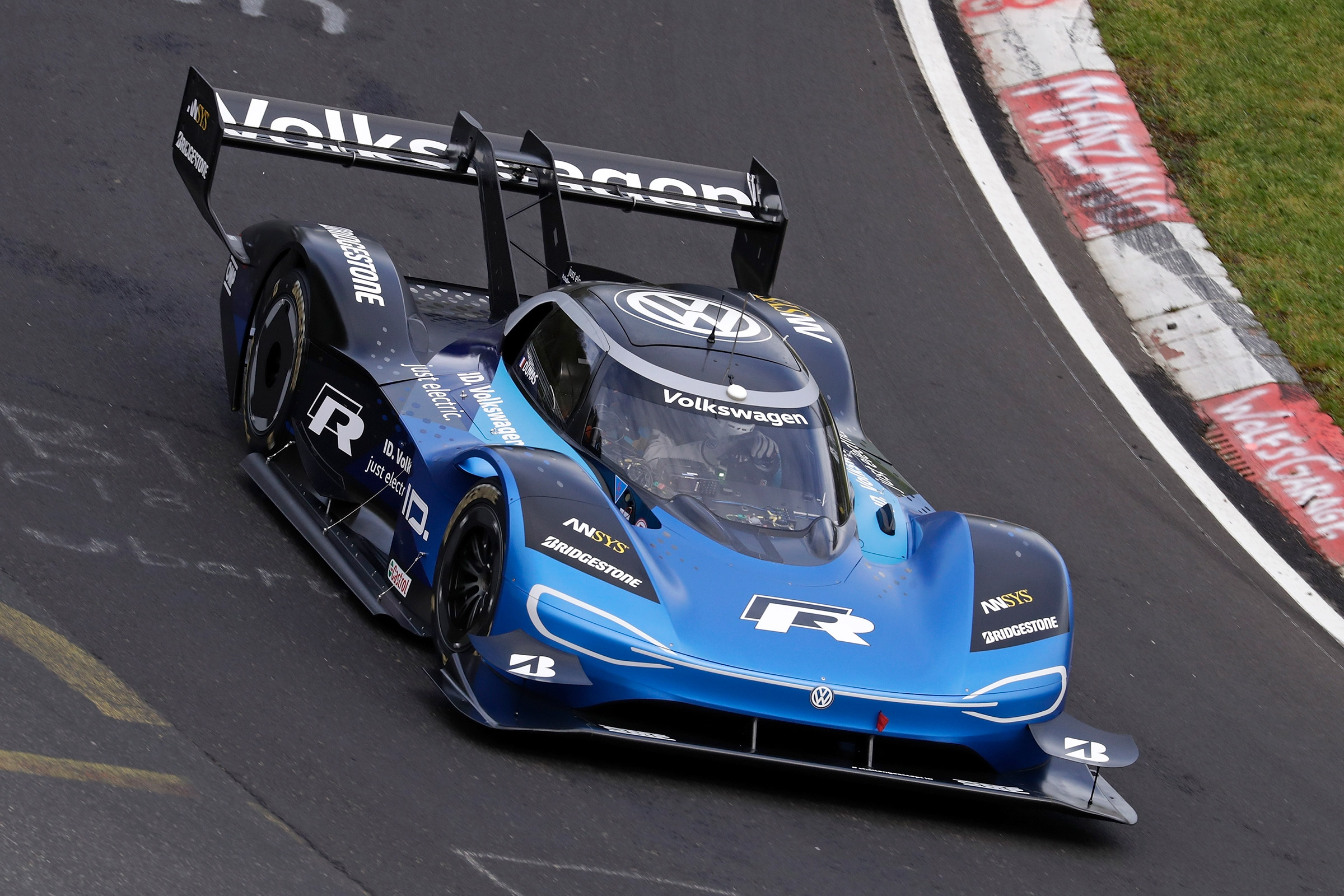 Photo of Volkswagen ID.R Nürburgring'de rekora imza attı