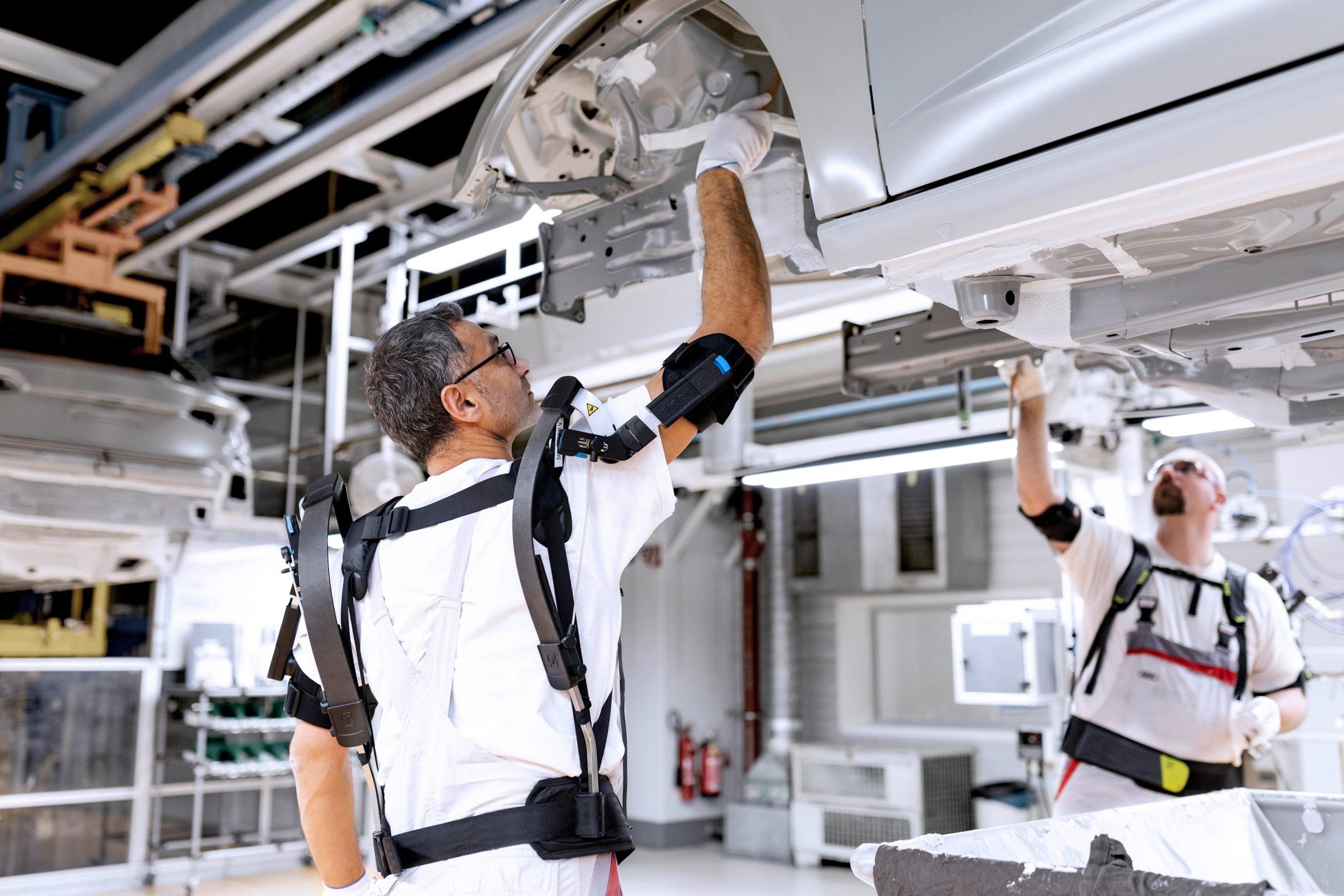 Photo of Audi, robotik kıyafetlerini tanıttı: EXOSKELETON
